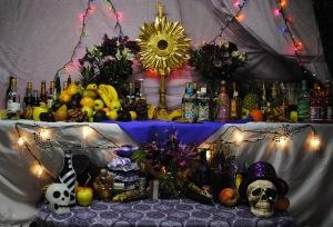 autel pendant une fête pour Papa Guédé